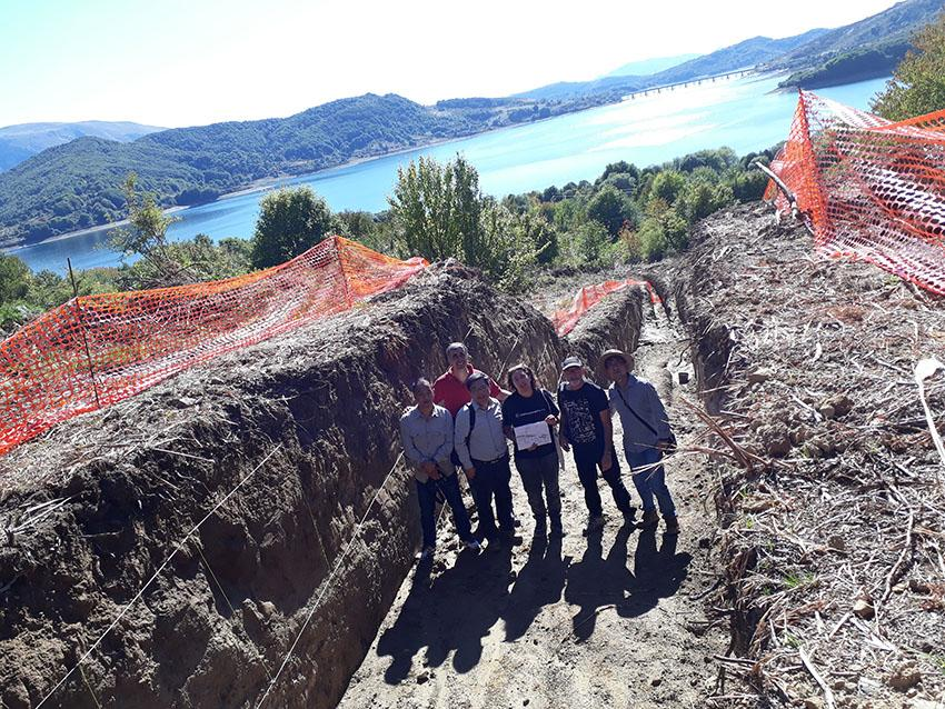 CGS and ISPRA teams looking at a paleoseismic trench excavated along the Campotosto fault