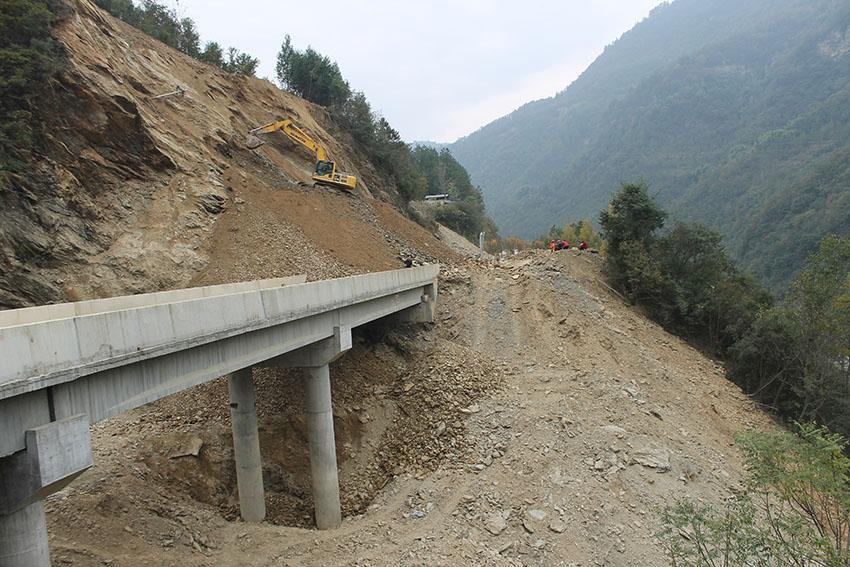 A slope movement that had interrupted the traffic along one of the main road to Qingchuan, Sichuan Province, China.